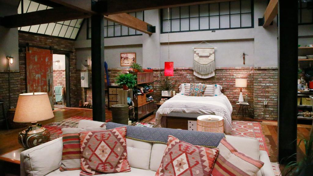 Greys Anatomy - Bedroom and living area
